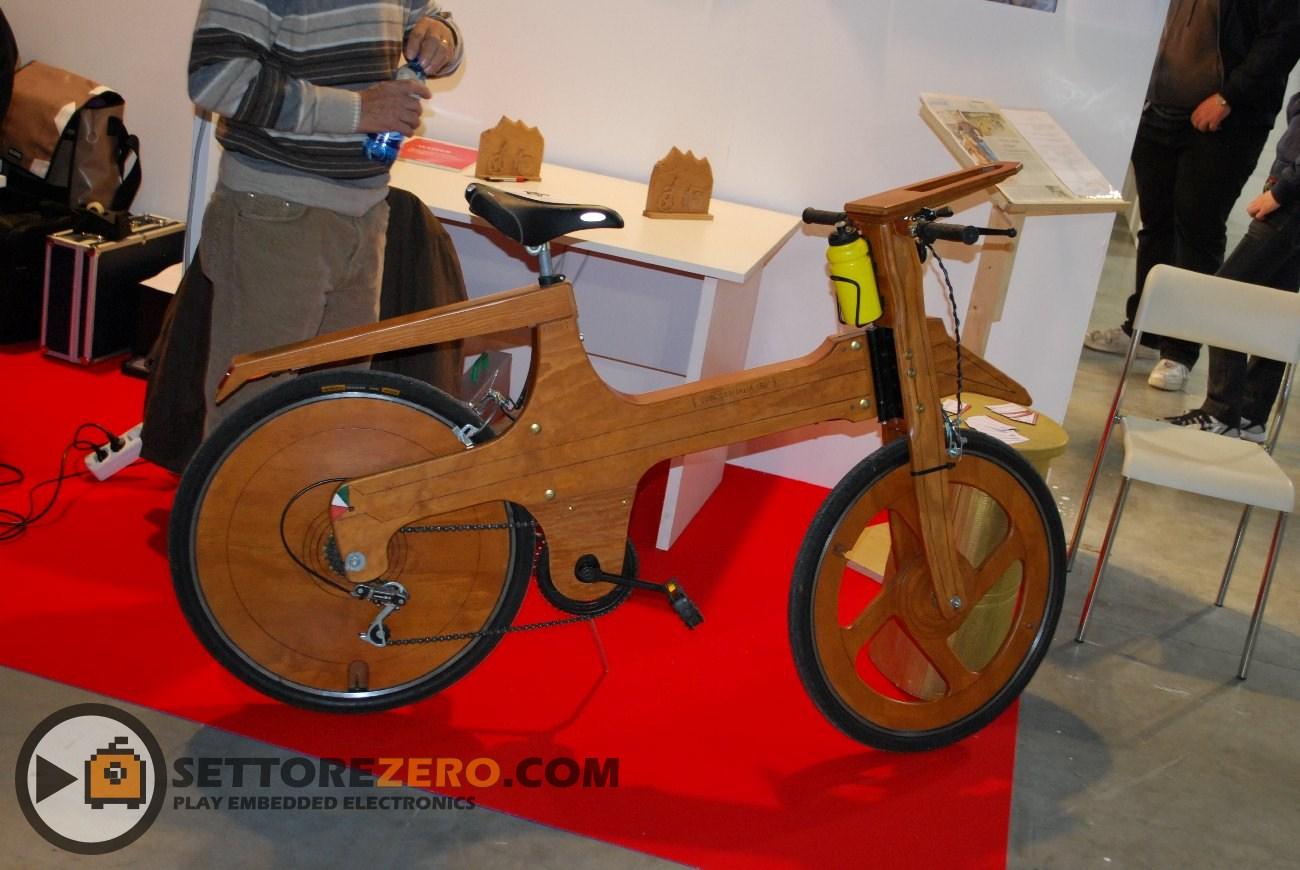 Bicicletta in legno
