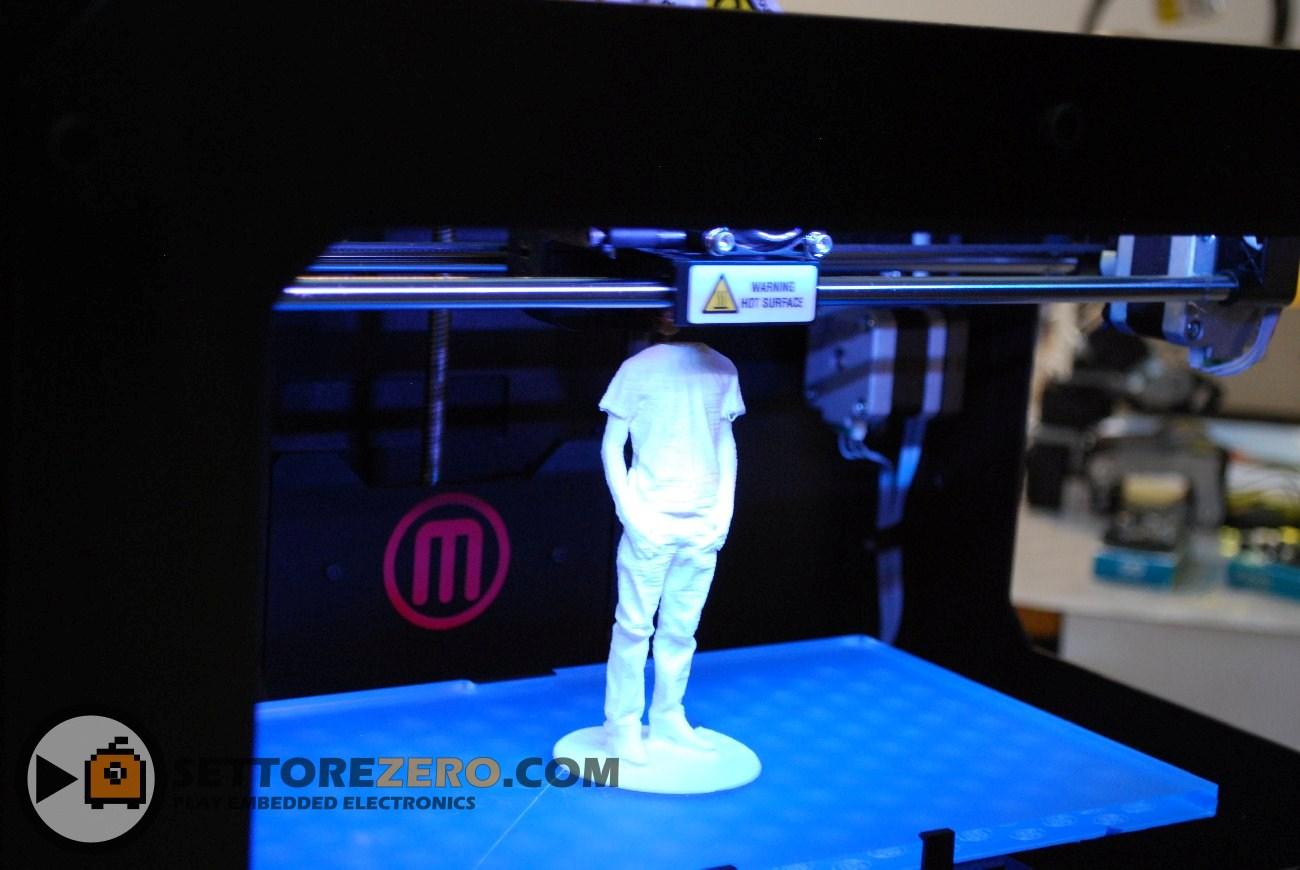 Stampante 3D Makerbot in azione