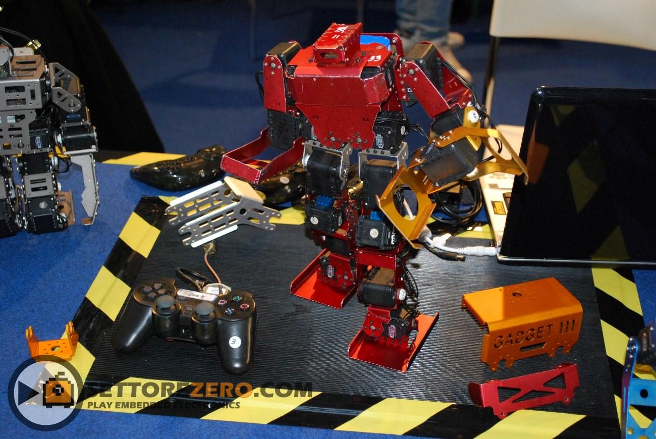 Robot realizzato con servi Dynamixel