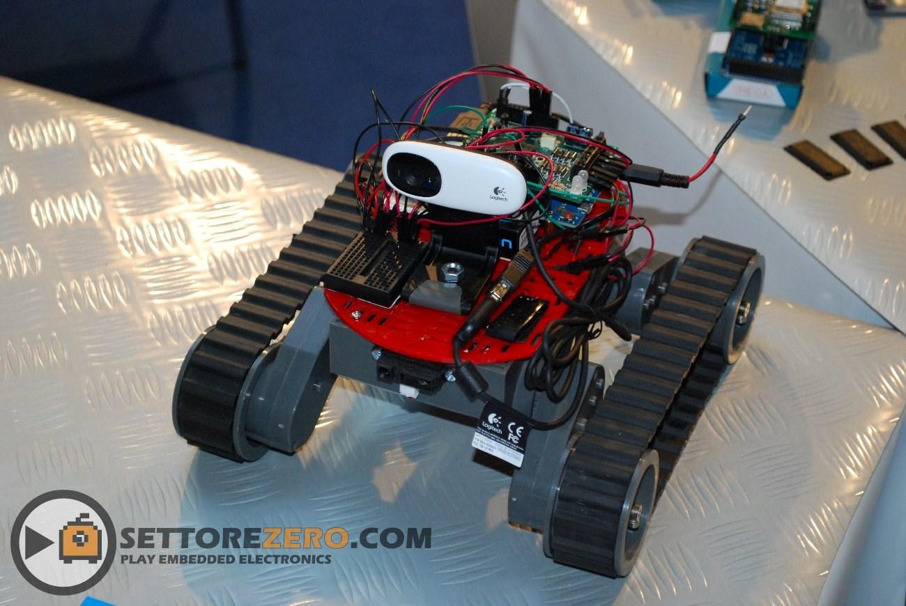 Rover cingolato con camera wifi