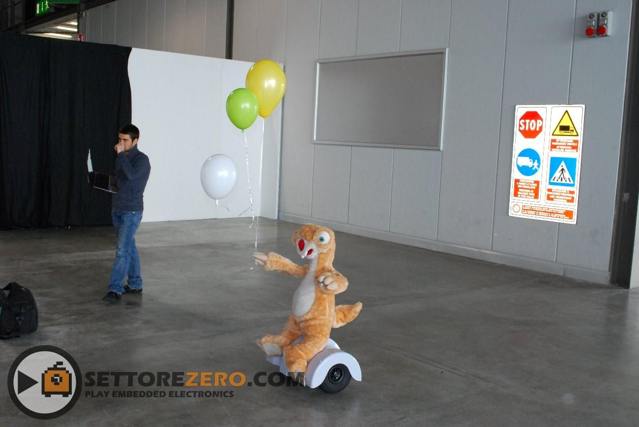Robot Nuzoo vestito da SID