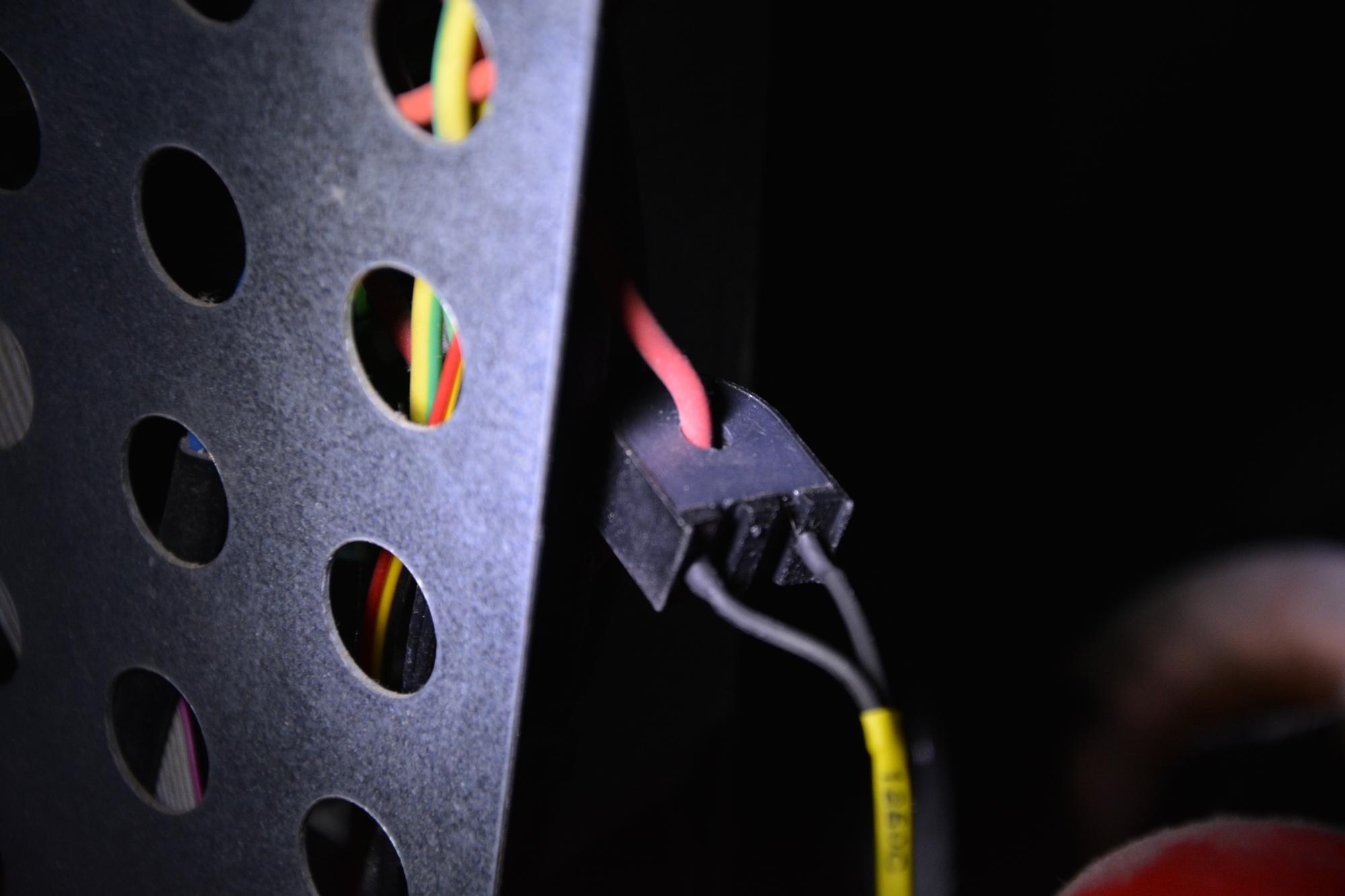 Sensore di corrente montato intorno ad un cavo del motore coclea